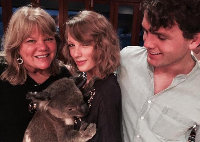 טיילור סוויפט עם משפחתה