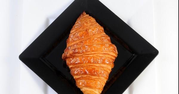מתכון לקרואסון חמאה: ניחוחות של פריז בבית