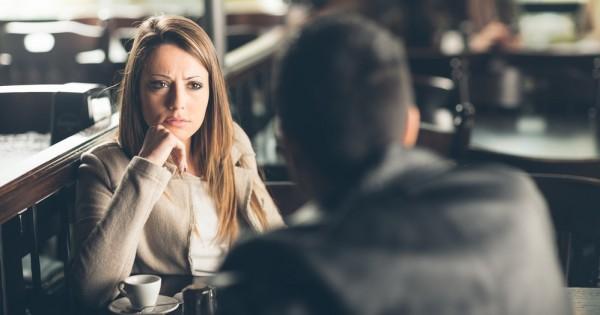 7 דברים שגברים חייבים להפסיק לעשות בדייטים