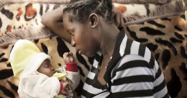 אימהות צעירות חושפות את סיפורי הזוועה: גלריית תמונות