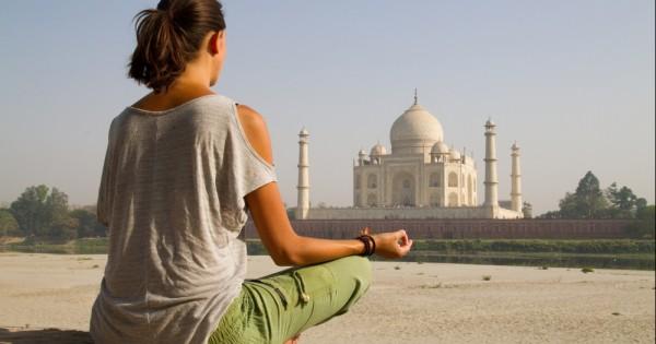 שר התיירות ההודי: ממליץ לנשים לא לטייל בחצאית