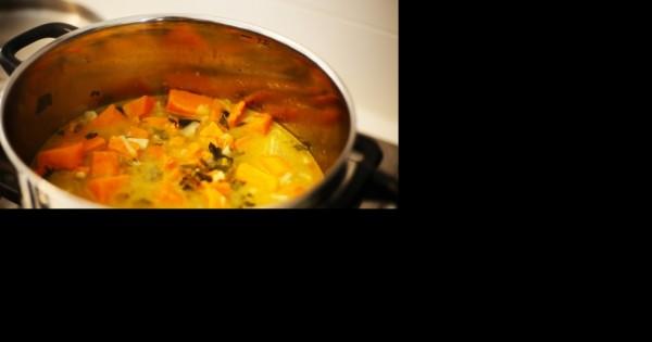 מרק כתום ומפנק משעועית מאש מונבטת וירקות