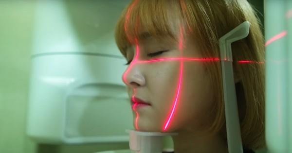 להקת הבנות הקוריאנית שהפכה את הניתוחים הפלסטיים לקליפ פופ