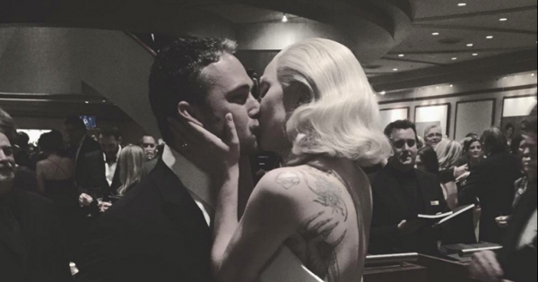 תמונת היום: ליידי גאגא חזרה מהאוסקר כמנצחת