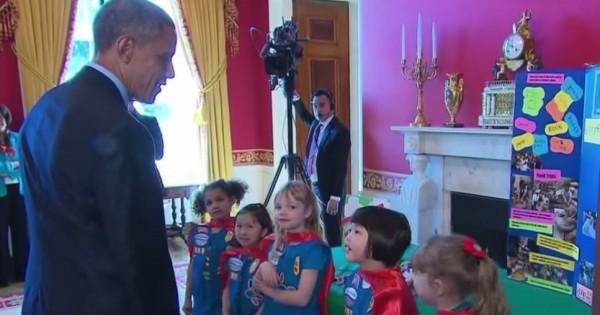 הילדות שהפתיעו את הנשיא אובמה