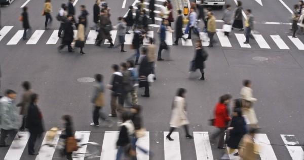 שרת השוויון המגדרי בצרפת: להטיל קנסות על גברים שמטרידים נשים ברחוב