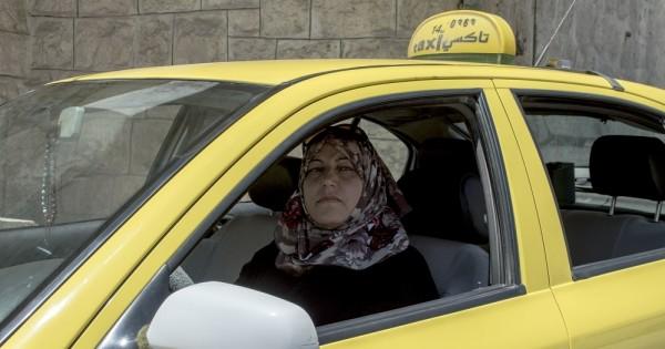 נהגת המונית הפלסטינית הראשונה בחברון
