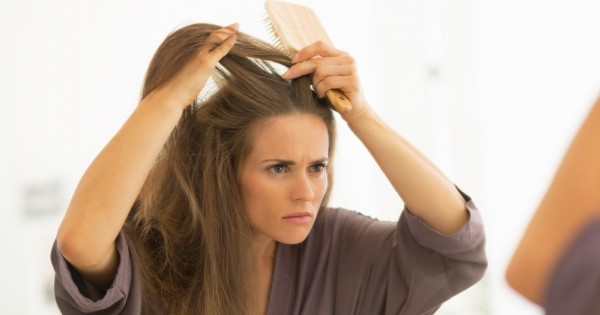 ניקוי ראש: כל הדרכים להתמודדות עם קשקשים