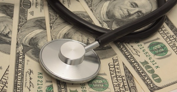 יד ביד: מה הקשר בין בריאות הציבור והמשכורת שלכם?