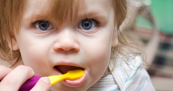 איך לשמור על שיניים בריאות אצל ילדים
