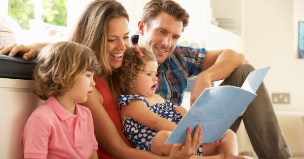 לא עוזרים, אלא מגדלים: האבות שמאמינים בהורות שוויונית מלאה