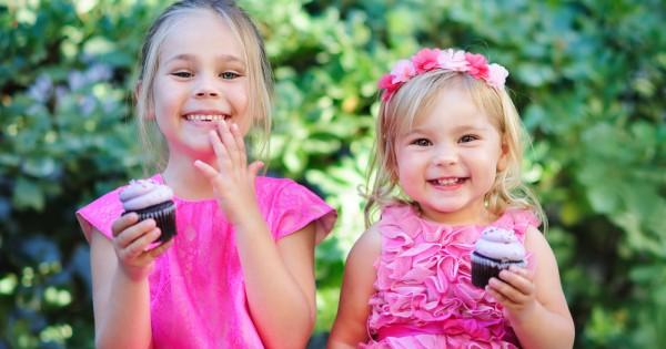 מחקר חדש: אחיות גדולות סובלות יותר מעודף משקל