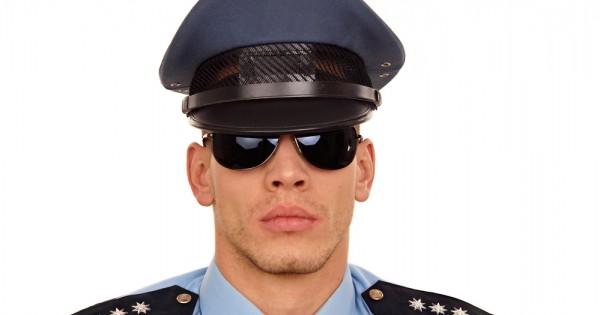 למה לשוטרים כל כך קל להטריד מינית?