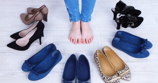 נעליים שטוחות מזיקות לבריאות כמו נעלי עקב