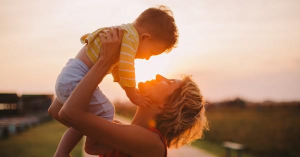 איך אוהבים ילד שלא בחרת?