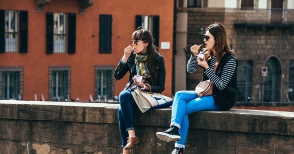 מחקר חדש מצא: אכילה על הדרך עלולה להשמין