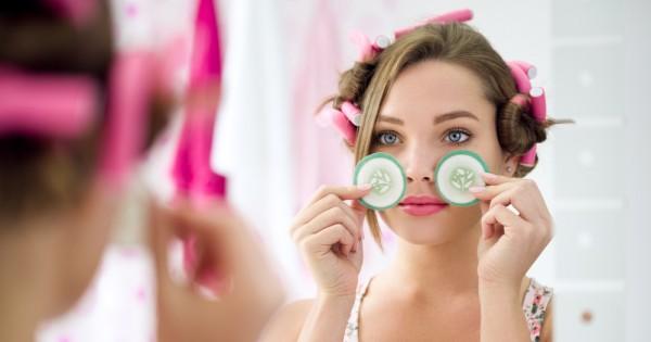 הדרכים הטובות להעלמת השקיות מסביב לעיניים