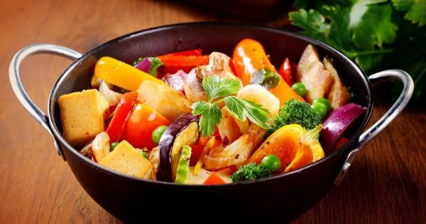 """ירקות מוקפצים בסגנון המזרח הרחוק עם גבנ""""צ"""