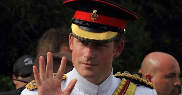 קצין, ג'נטלמן וילד רע: סוד הקסם של הנסיך הארי