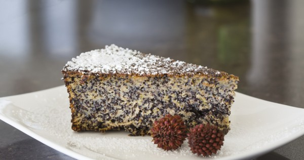 לא רק לפסח: עוגת פרג, שקדים ושוקולד לבן