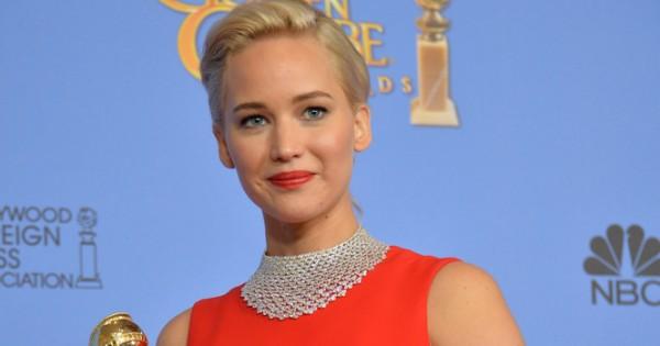 ג'ניפר לורנס: בחרתי בשמלה אדומה לגלובוס הזהב כי הייתי במחזור