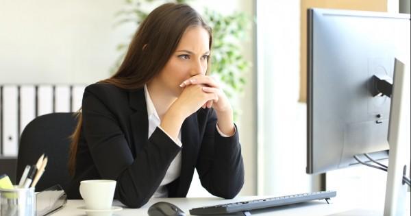איך לבטל את הסכנה הבריאותית שבישיבה ממושכת מול מסך?