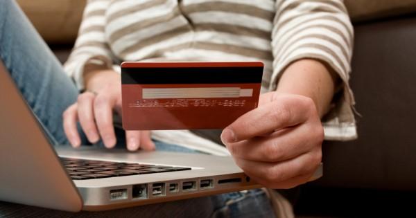 בקניון או ברשת: איפה יותר משתלם לעשות קניות?