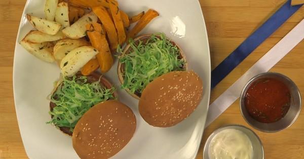 """מנגל צמחוני: המבורגר מן הצומח בתוספת צ'יפס בטטה ותפו""""א"""