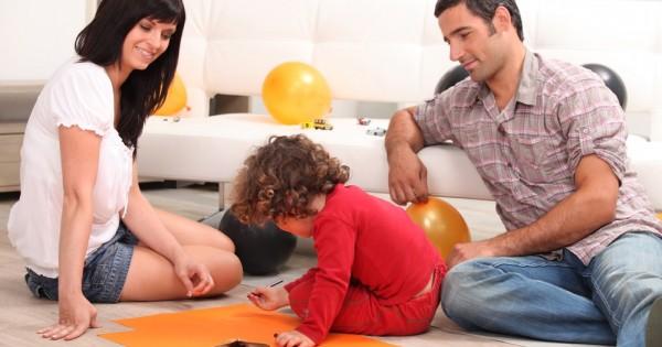 לבלות יותר זמן בעבודה בשביל לממן את הצרכים של הילדים?