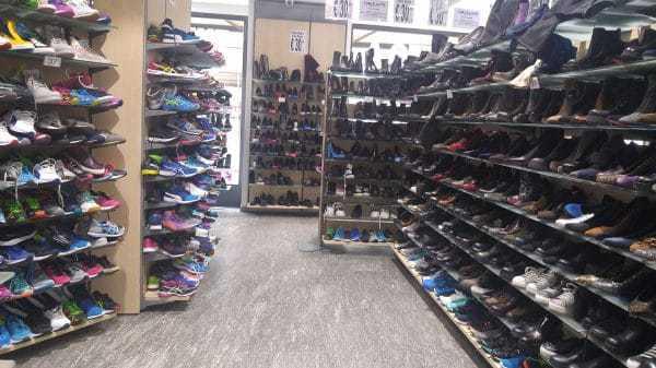 חנות נעליים בת 2 קומות