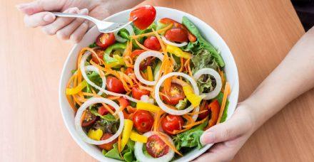 האם סלט הוא הבחירה הנכונה לארוחה במהלך הדיאטה?