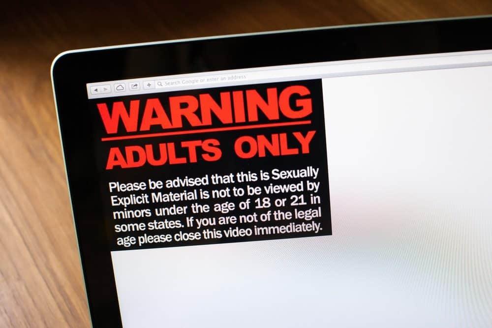 פורנוגרפיה - איך שומרים עליה למבוגרים בלבד?