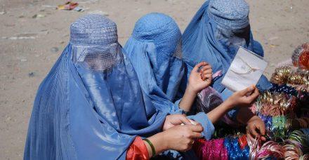 אפגניסטן: סרטון שערורייתי של איש ציבור מטריד אישה מזעזע את המדינה