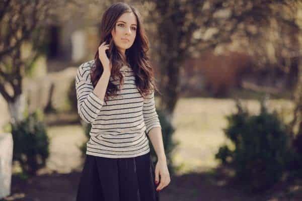 בגדים משוחררים ובדים נושמים חשובים למניעת פטריות. צילום: Shutterstock