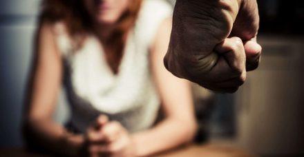 החוקים החדשים ברוסיה: גברים מתעללים מקבלים קנסות, הנשים משלמות אותם