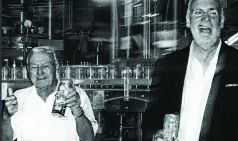 וולטג'יו עם ארנולד פאלמר והמשקה שנושא את שמו. צילום: אריזונה