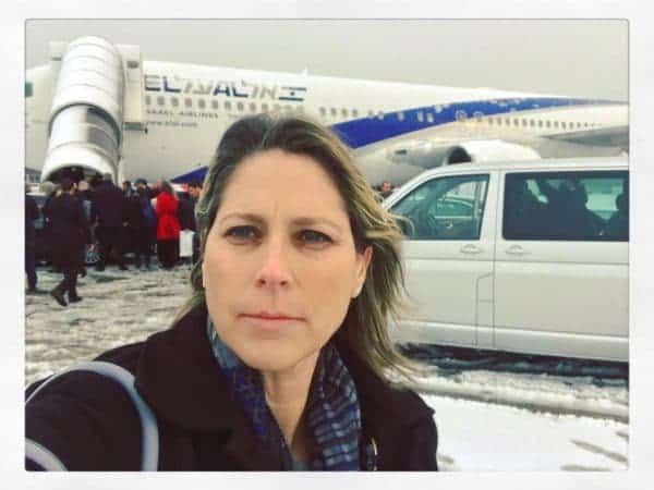 טל שניידר בדרך לעוד טיסה עם משלחת ראש הממשלה