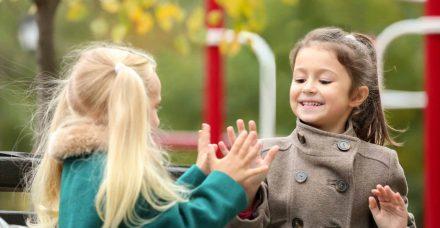 הטרדות מיניות: האם אפשר להזהיר את ילדינו מבלי לפגוע בתמימותם?