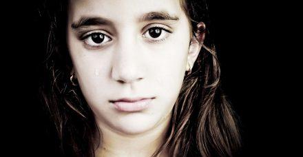 פגיעה מינית אצל ילדים: כיצד להגיב כשהם מגלים את הסוד הכי גדול שלהם?
