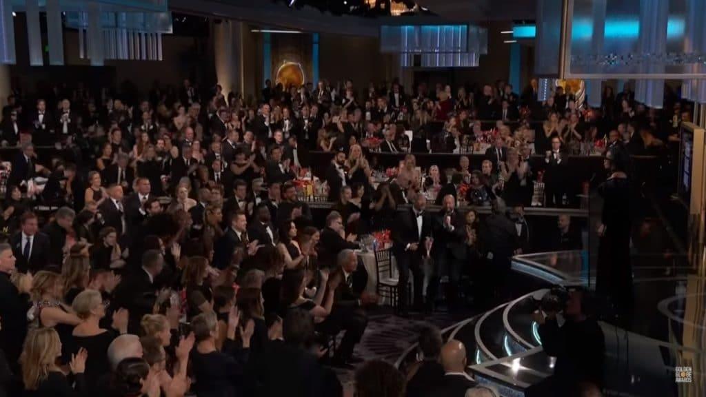 כל הקהל על הרגליים לכבוד אופרה. צילום מסך