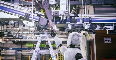 סופר-רובוט: הכירו את הסופר הענק שמופעל על ידי מכונות בלבד