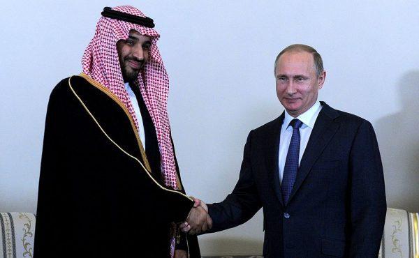 מוחמד בן סלאמן, יורש העצר הסעודי עם נשיא רוסיה, ולדימיר פוטין. צילום: ויקיפדיה