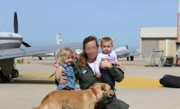 """מפקדת הטייסת הראשונה, ט', ושני ילדיה. צילום: דובר צה""""ל"""