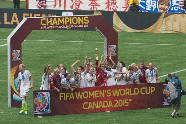 """נבחרת ארה""""ב בכדורגל מנצחת באליפות העולם 2015. צלם Nicki Dugan Pogue"""