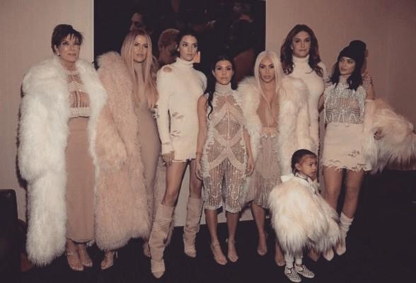 משפחת קרדשיאן. כמה חיות מתות בתמונה אחת?