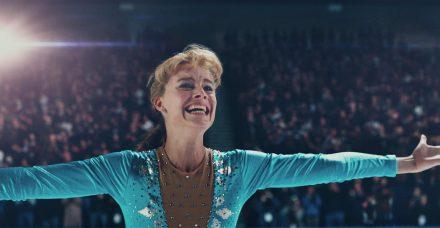 אני טוניה: המחליקה על הקרח שהצליחה להגיע להישגים אולימפיים עם לסת שבורה ופנסים בעיניים