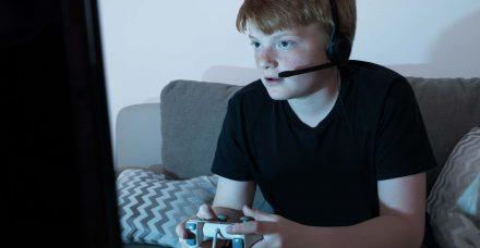הוא נוהם, את נואמת: איך משוחחים עם מתבגרים?