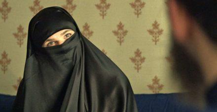 סיפור כיסוי : הסרט החדש שמעיז לעשות צחוק מהקיצוניות האיסלאמית