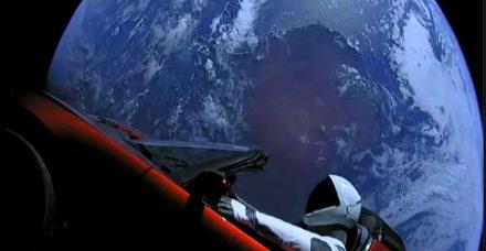 מי תהיה האישה הראשונה שתטיס משהו פחות אידיוטי ממכונית לחלל?