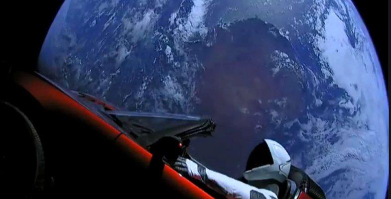 שיגור טסלה לחלל. צילום מסך